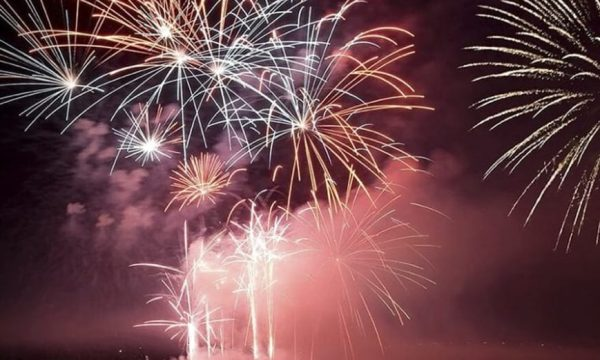 Palese, fuochi d'artificio contro abitazioni civili